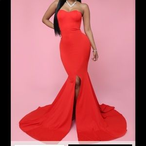 RED MERMAID FITTED GOWN